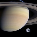 A rough comparison of the sizes of Saturn and Earth. (Source:Wikipedia)